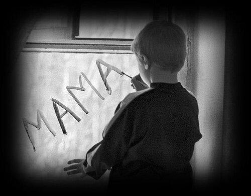 - Что тебе мама подарила на день рождения? - Жизнь. ============================================= Ты - родился!Ты - живой! Ты с глазами,с головой. Ты с руками и с ногами. Ты - рожден! Спасибо маме