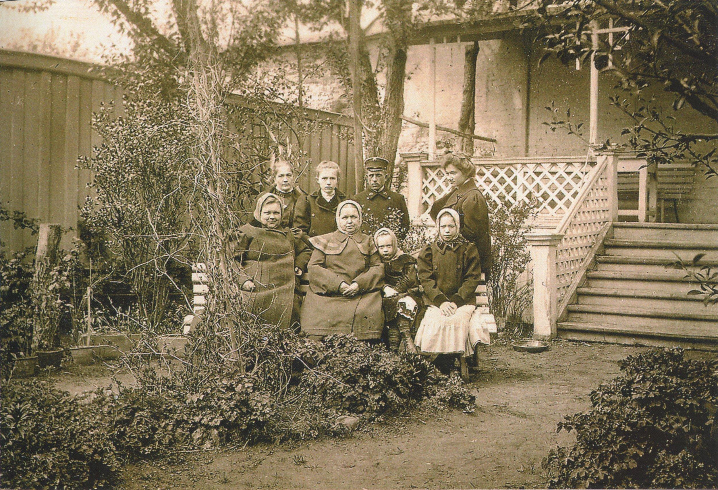 В саду дома купца А. С. Алина. Пермь (Сибирская, 19)