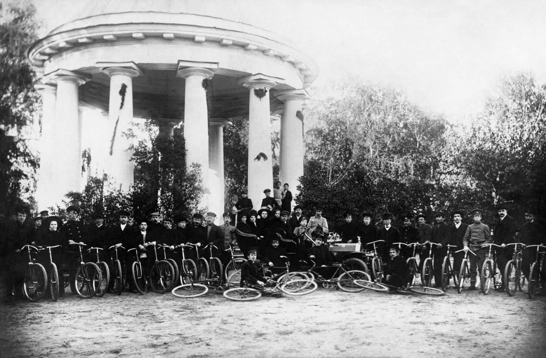 Встреча у ротонды. Пермское общество велосипедистов-любителей