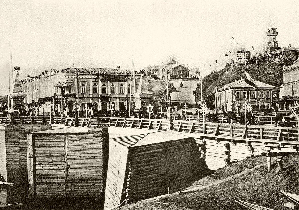 Вид Думского моста во время посещения Томска цесаревичем Николаем Александровичем в 1891