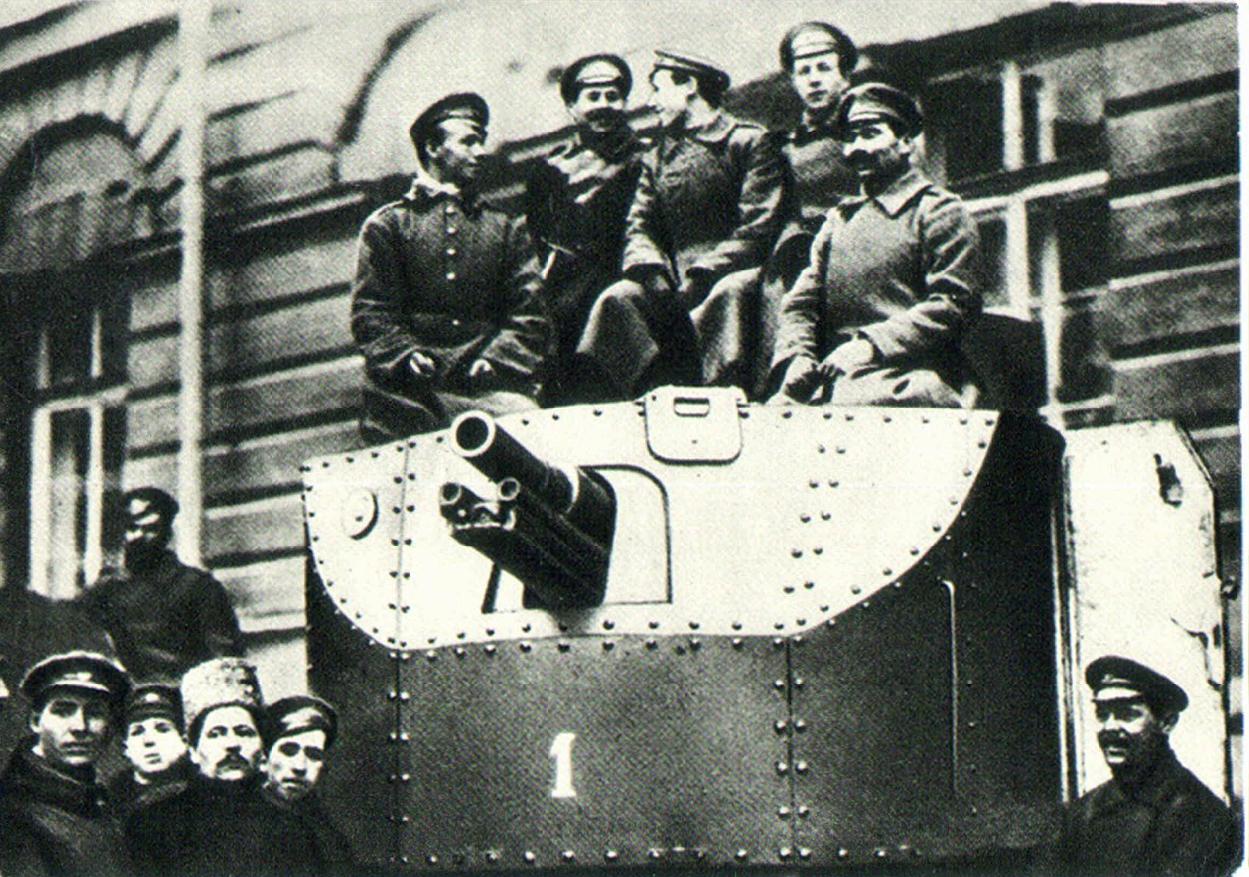 К 11 часам весь автобронедивизион, включая тяжелый броневик «Илья Муромец» с артиллерийским орудием, прибыл в Смольный в распоряжение Военно-революционного комитет. 25 октября 1917