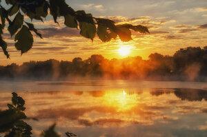 Восход на реке.