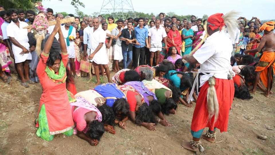 Тысячи женщин и девочек получили хлыстом, чтобы избавиться от злых духов