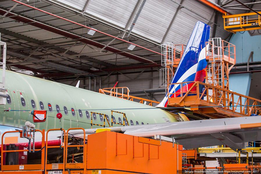 19. Знаете, почему у самолетов на производстве красный нос?