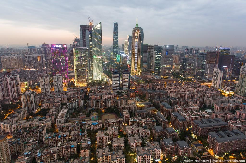 4. Жилые районы на фоне небоскребов.