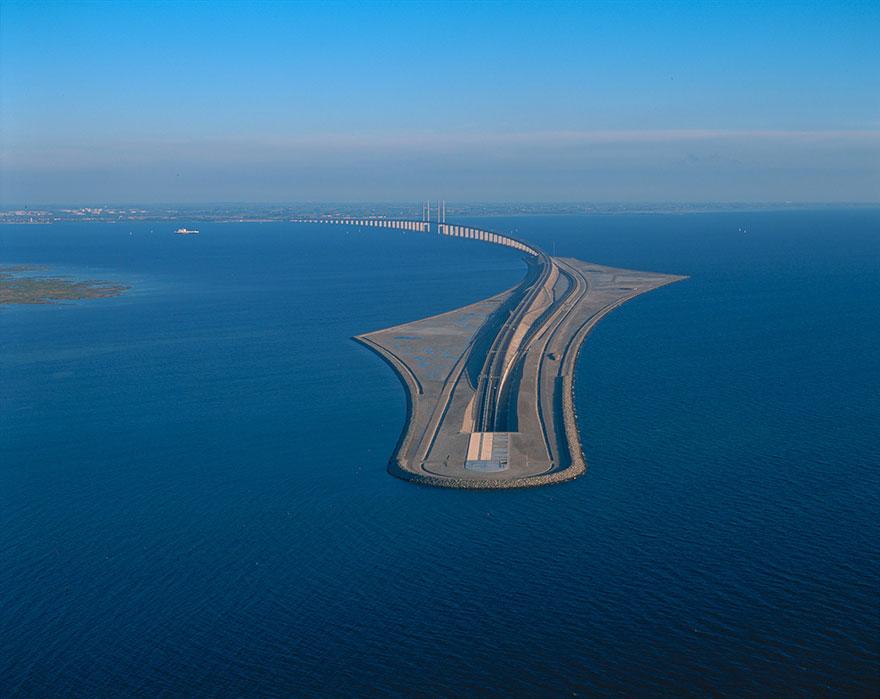 Удивительный мост превращается в тоннель, соединяющий Данию и Швецию (8 фото)