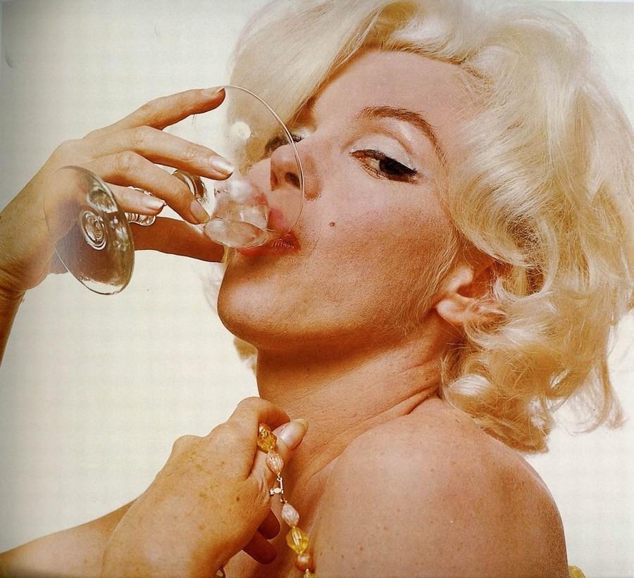 Многие актрисы брили лицо бритвой, но Мэрилин Монро нравился ее пушок на щеках.    Шатенка от п