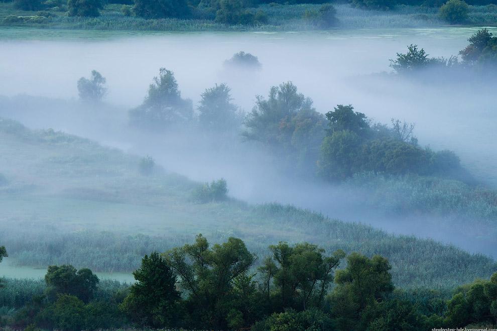 Относительная влажность воздуха при туманах обычно близка к 100 %.