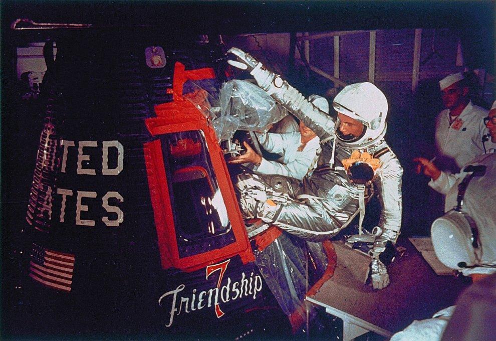 Старт корабля с астронавтом Джоном Гленном на борту, 20 февраля 1962 года. (Фото AP):
