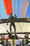 Скульптура лыжника на станции метро «ЦСКА»