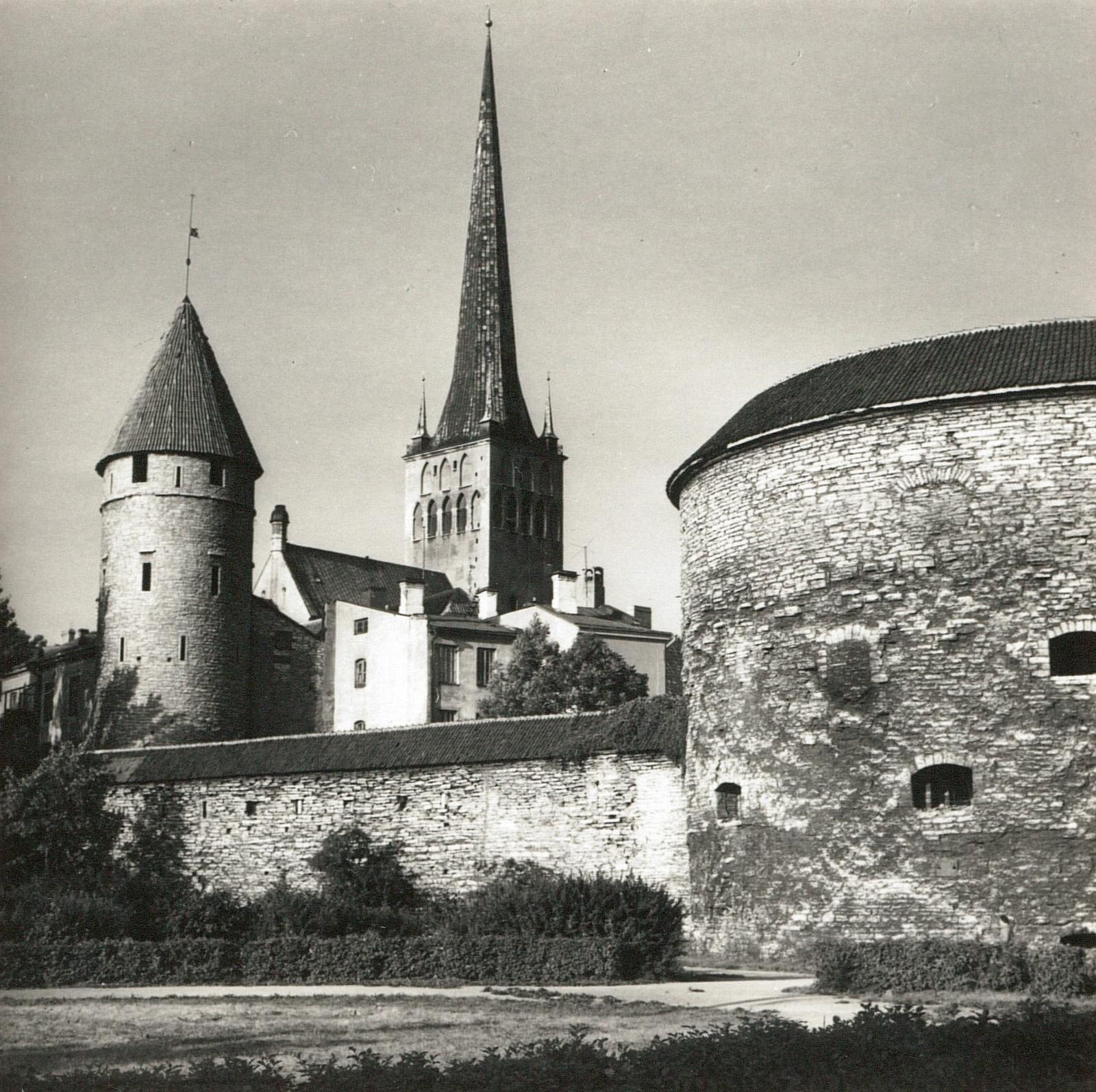 Таллин. Городская стена