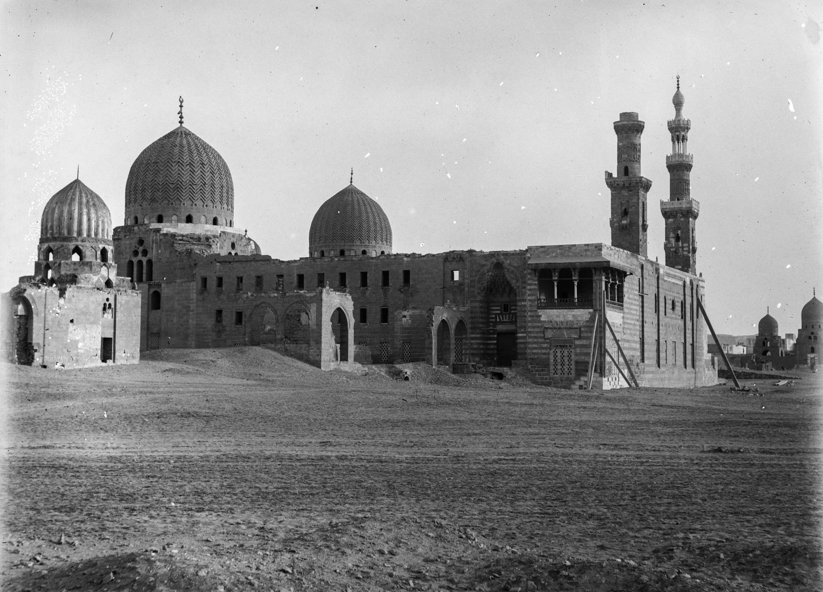07. Гробницы Халифов с куполами около Каира