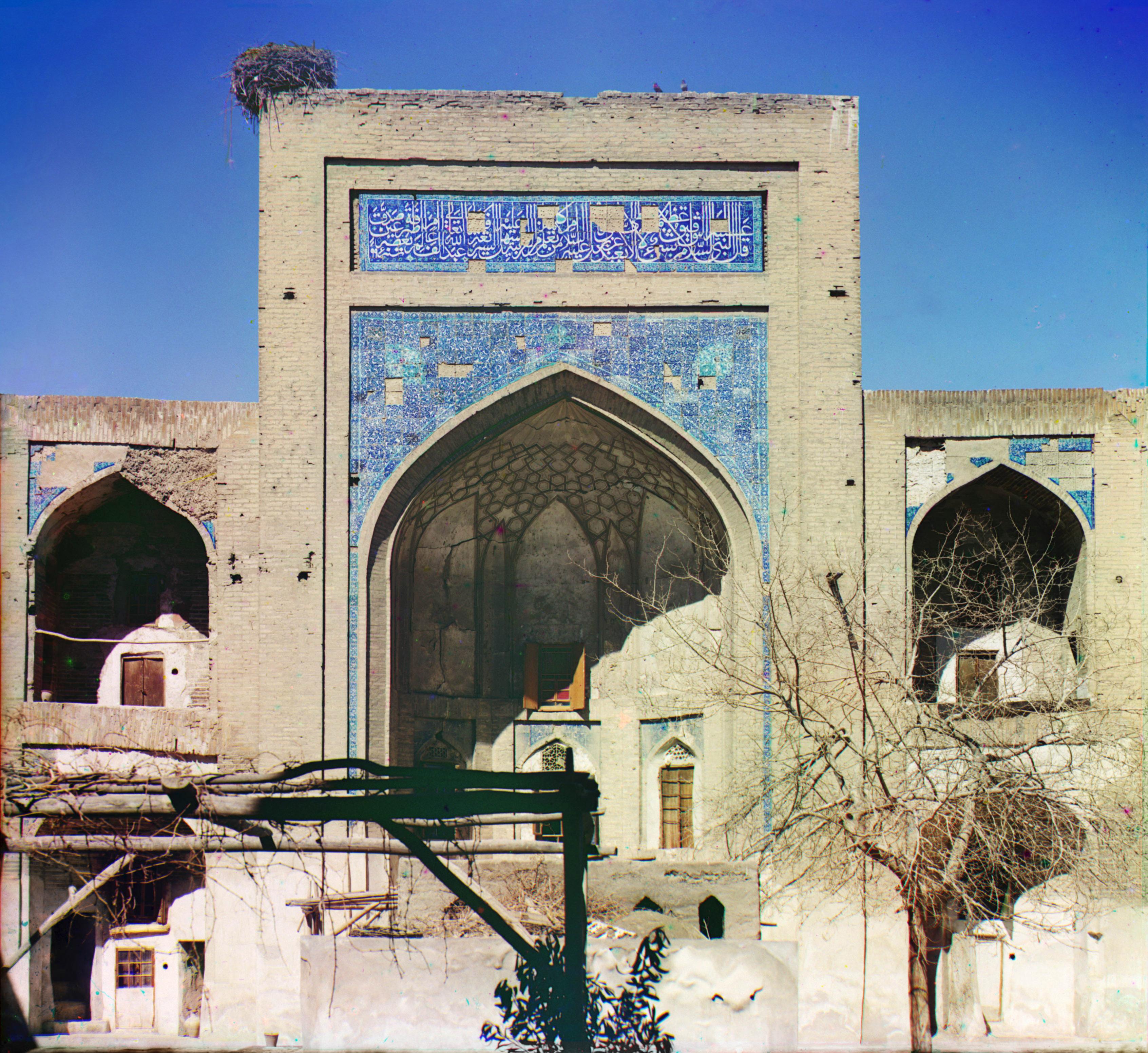 Медресе Абдулла-хана. Ансамбль Кош-медресе (внутри с правой стороны)