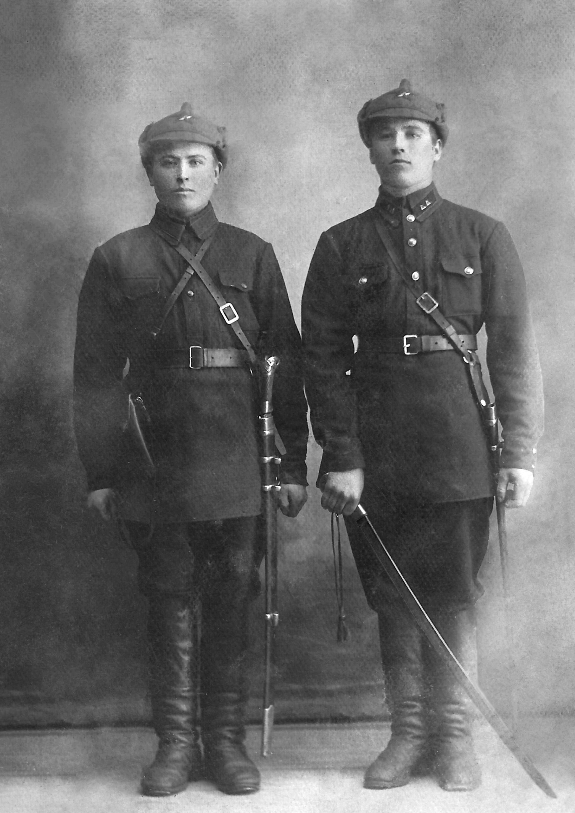 1930-е. Калинин Фёдор Кириллович (слева) из Комиссии по борьбе с бандитизмом принимал участие в разгроме банды и уничтожил её главаря Фрица Дрикиса