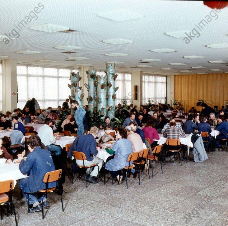 Betriebskantine / DDR / Foto 1988 - -