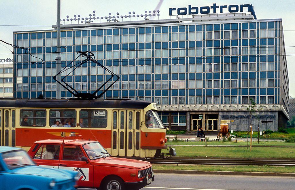 VEB_Kombinat_Robotron_Dresden_1990.jpg