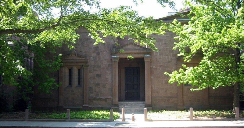 Yale_Skull_and_Bones_Tomb.JPG