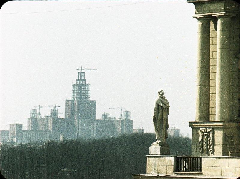 1951 Строительство высоток. В. Микоша5.jpg