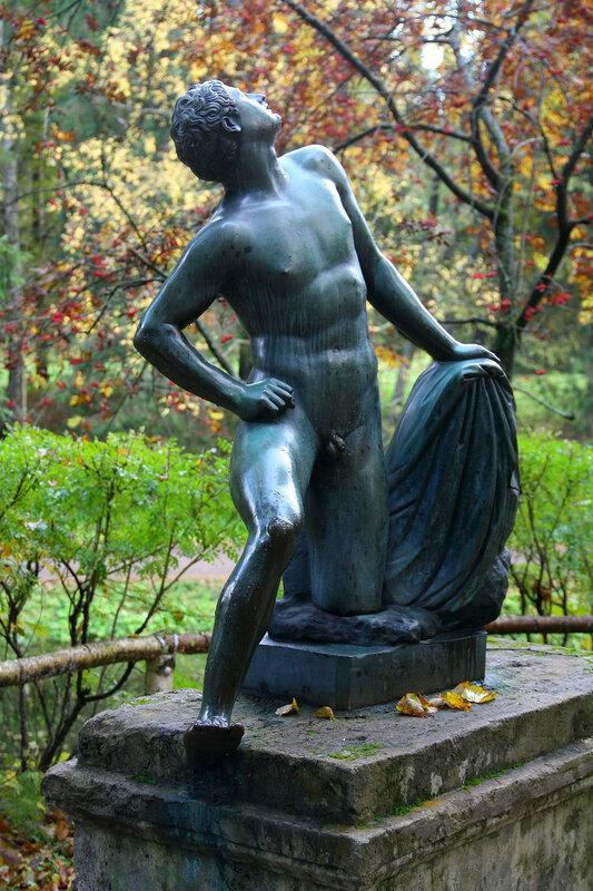 Статуя Илионей в Павловском парке