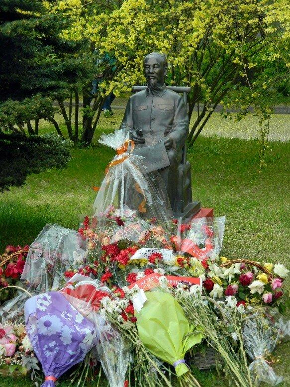 Памятник Хо Ши Мину