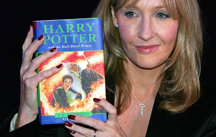 6. Джоан Роулинг говорит, что идея написать книгу о Гарри Поттере закралась ей в голову, когда она ж