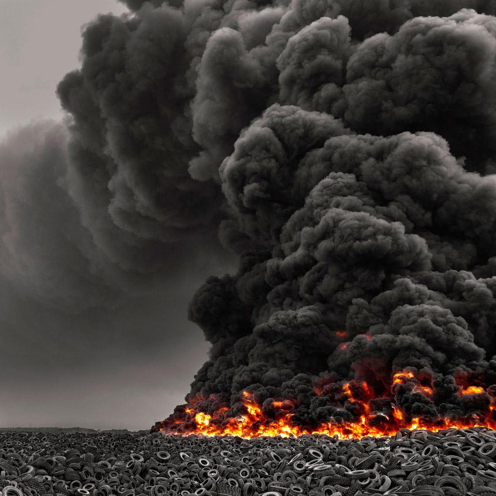 Так и вышло — в конце 1989 года в свалку ударила молния, и начался пожар. Шины горели месяц, и