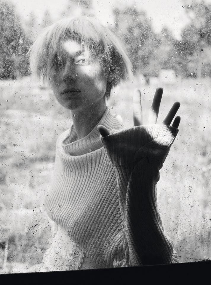Элизабет Дебики для Marie Claire (4 фото)