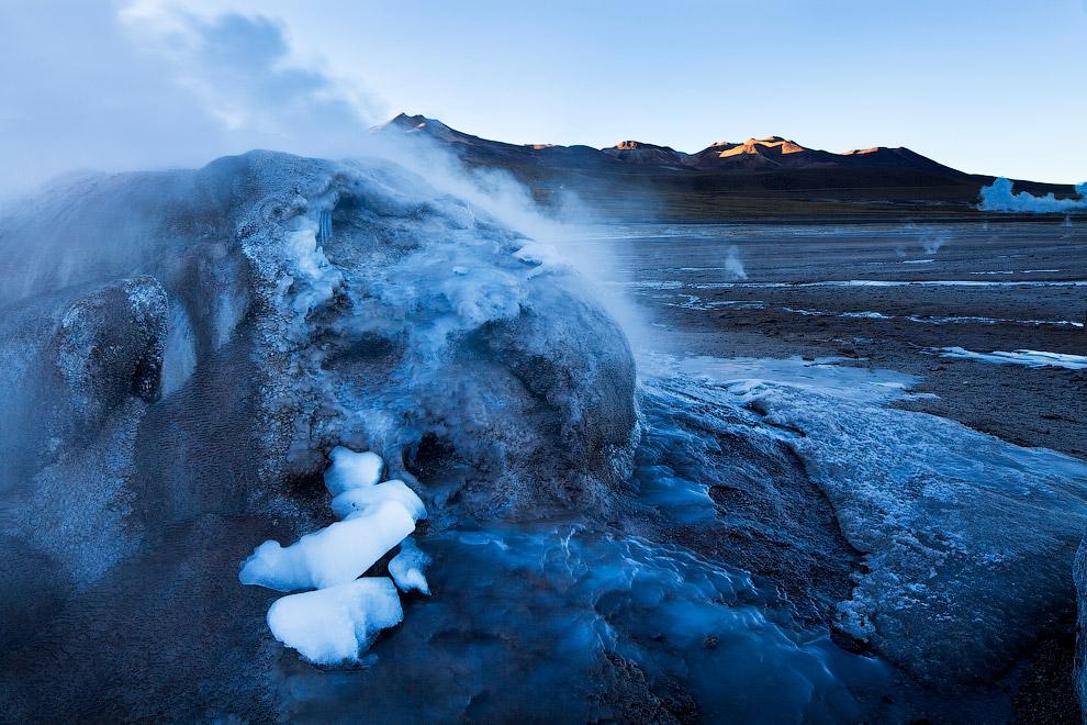 Хаукадалур, Исландия    Слово «гейзер» произошло от исландского «geysa»