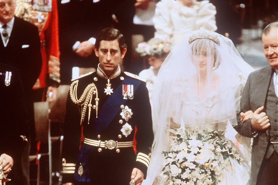 4. Во время церемонии бракосочетания Диана неправильно назвала имя принца Чарльза   Во время це