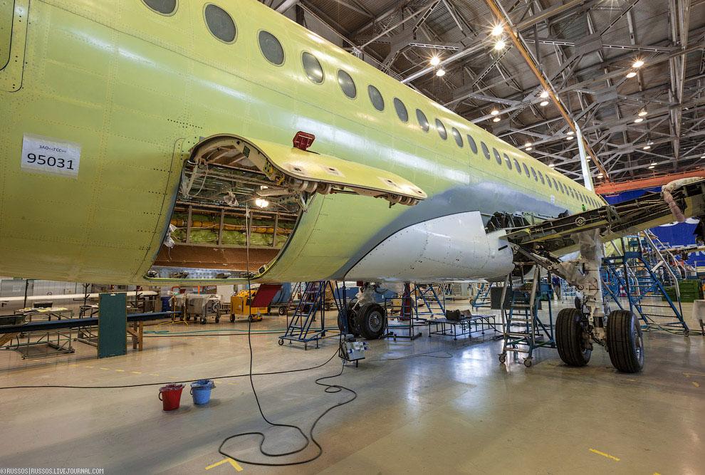 На тот момент в производстве находилось девять самолетов, которые собирались для авиакомпаний