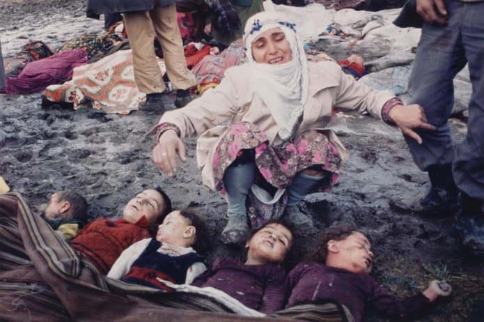 Койюнорен, Турция. Кезбан Озер оплакивает своих пятерых детей, которые были похоронены заживо после