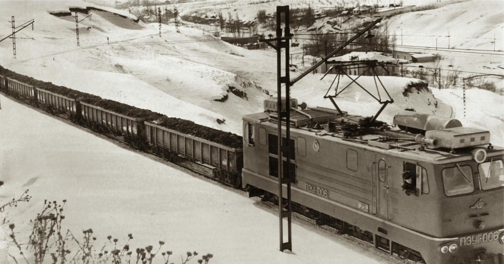 Железнодорожный цех. Доставка руды на фабрику. (альбом ТСЦК 1974 года).jpg