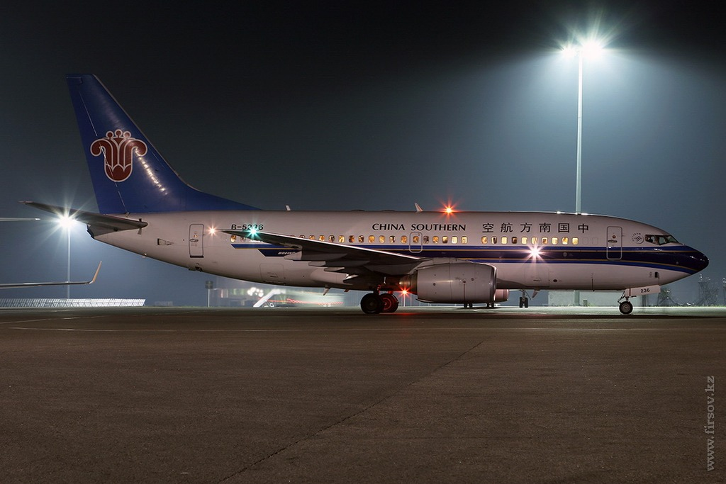 B-737_B-5236_China_Southern_Airlines_3_ALA_for_resize.jpg