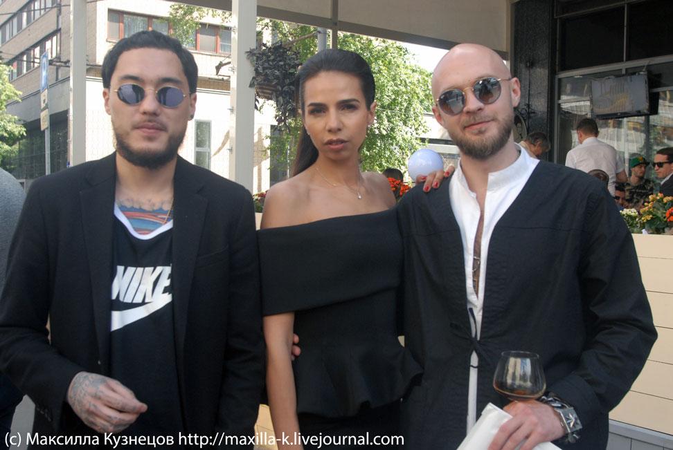 Олег Че с супругой и Скриптонит
