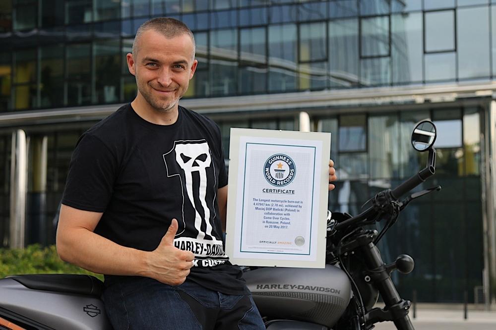 В Польше установили рекорд самого длинного бернаута в мире (видео)