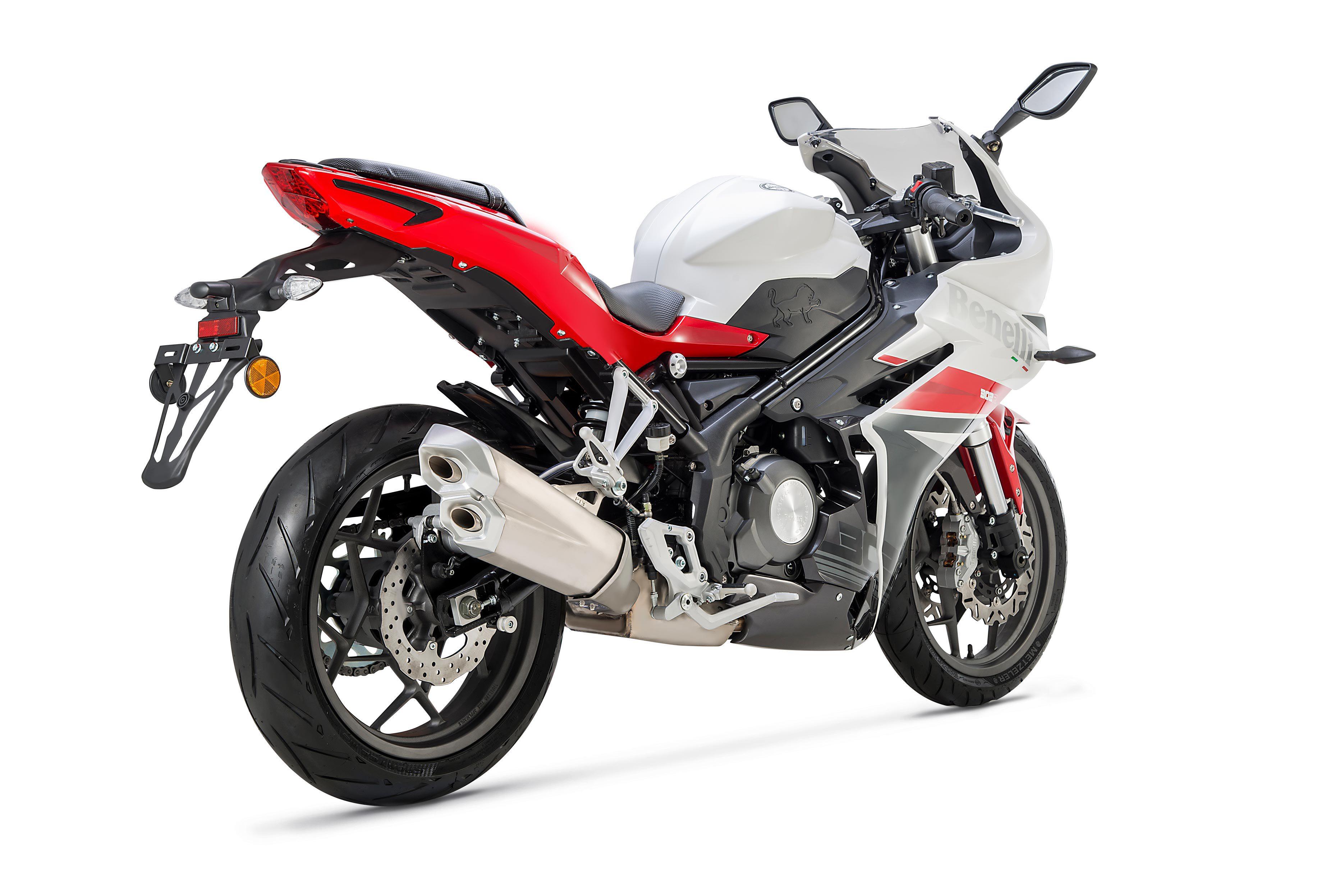 Новый спортбайк Benelli 302R 2018