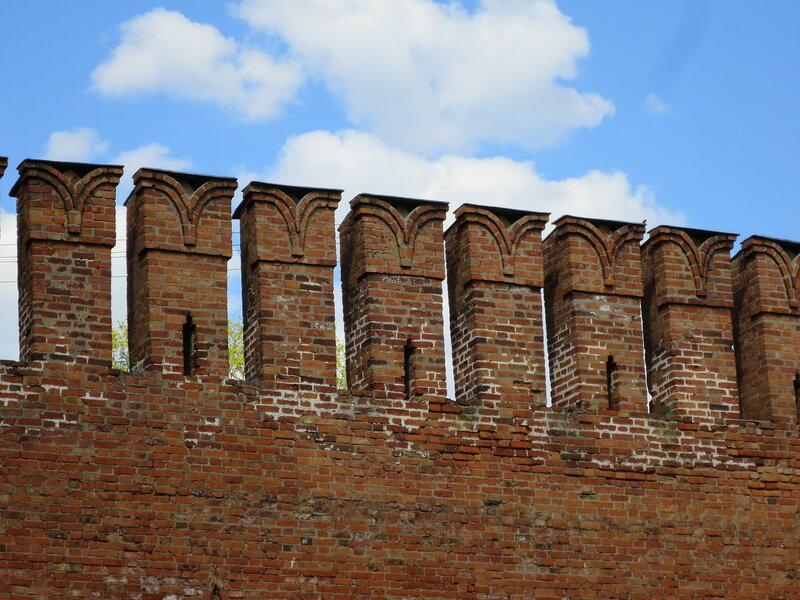 Зубцы верхнего уровня боя (в районе бывшей Кассандаловской башни)