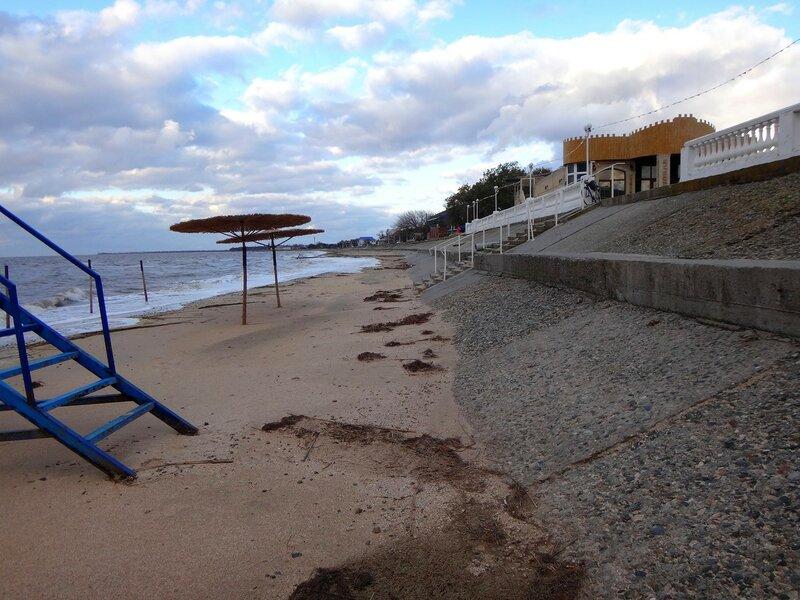 Осень, пляж ... На финише октября, в городе у моря Азовского. (90).JPG