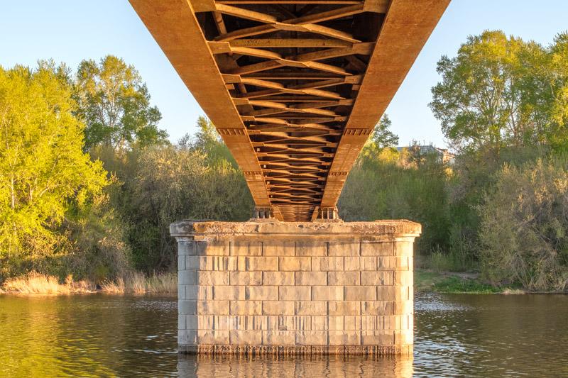 вид из под моста через исеть