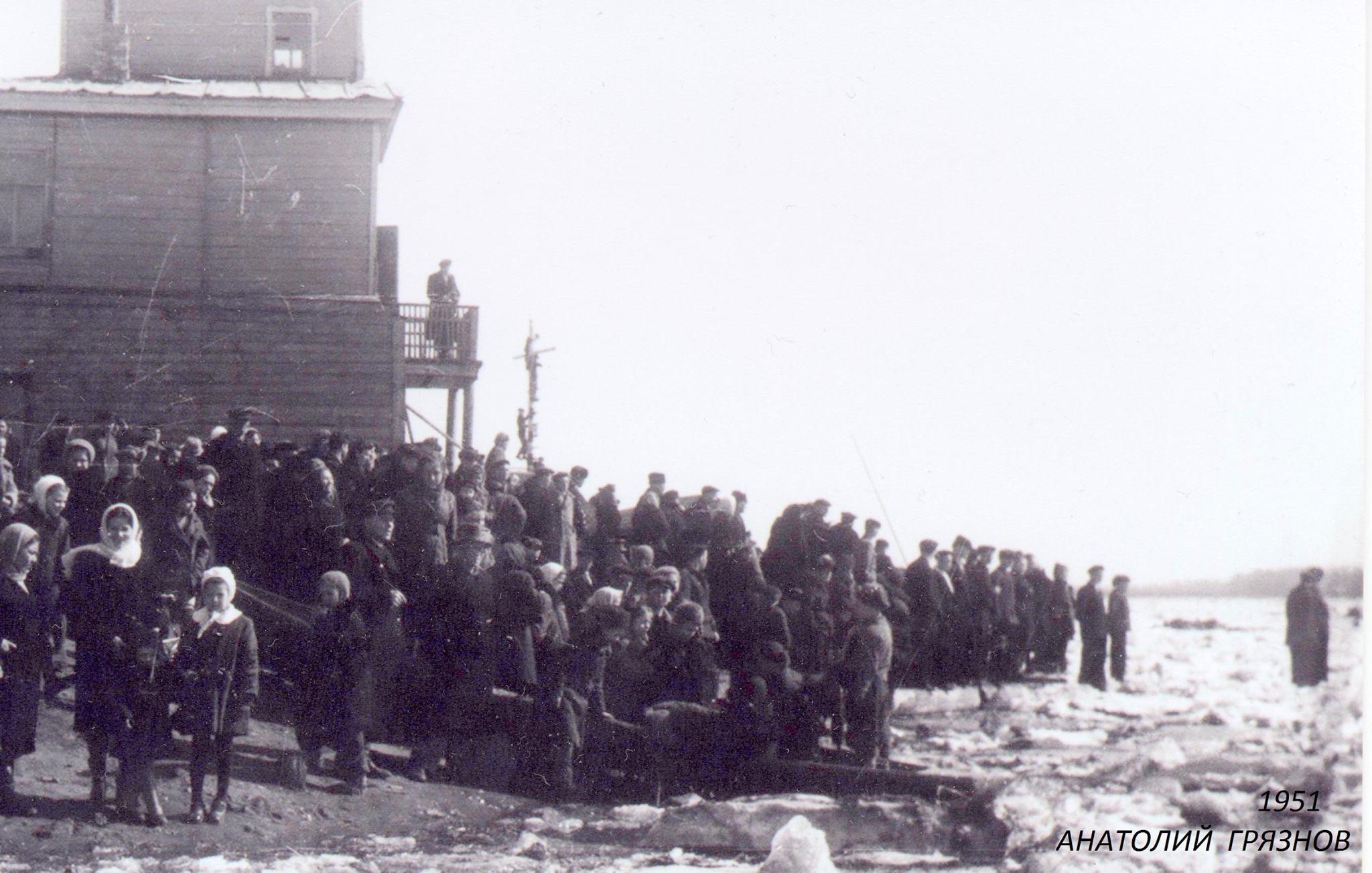 1951. На Волге полный ледоход. Дальнее Устье