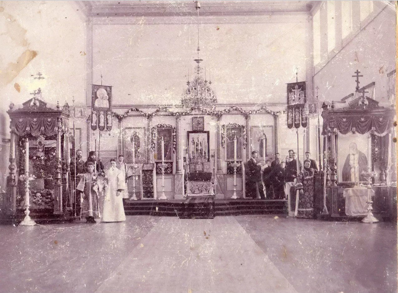 Духовное училище. Интерьер церкви Трех Вселенских Святителей