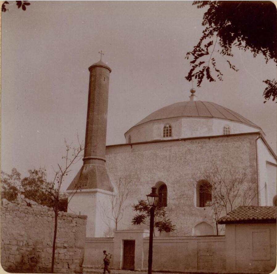 Муфти-Джами ( на тот момент армянская католическая церковь Успения)