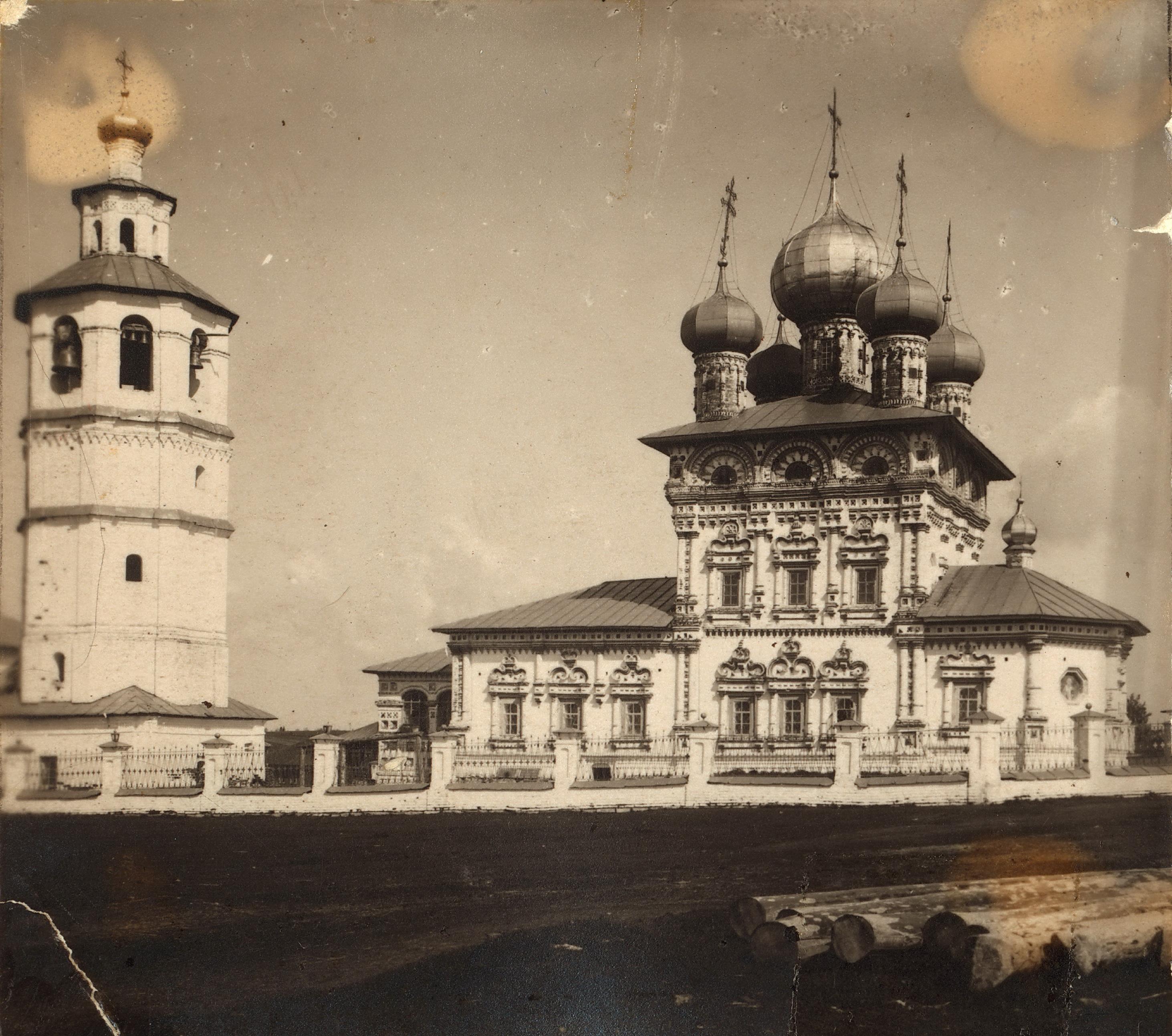 Храм Св. Николая Чудотворца с южной стороны
