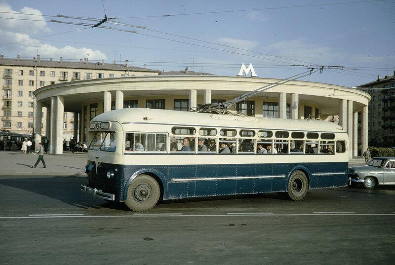 1959 МТБ-82 в Москве. Harrison Forman.jpg