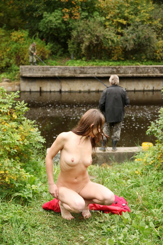 Лиза смущает рыбаков в Павловске