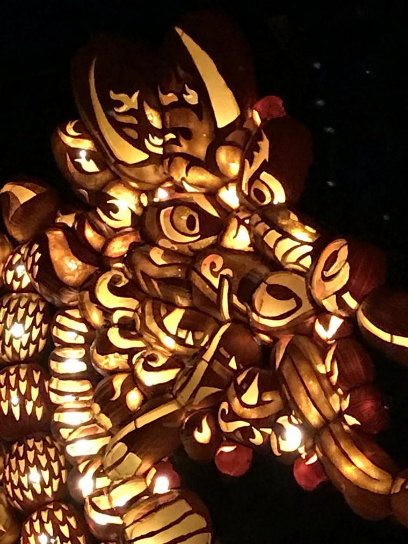 Писатель поделился в Twitter удивительными скульптурами из тыкв