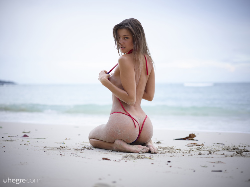 Мария Рябушкина на пляже