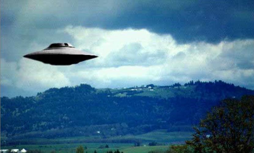Открытки с Всемирным днём НЛО. НЛО в полете!