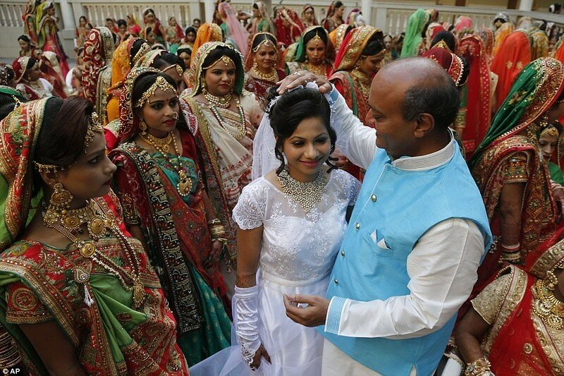 0 17cdba 684fc284 XL - Массовая свадьба и вдохновляющий пример благородства