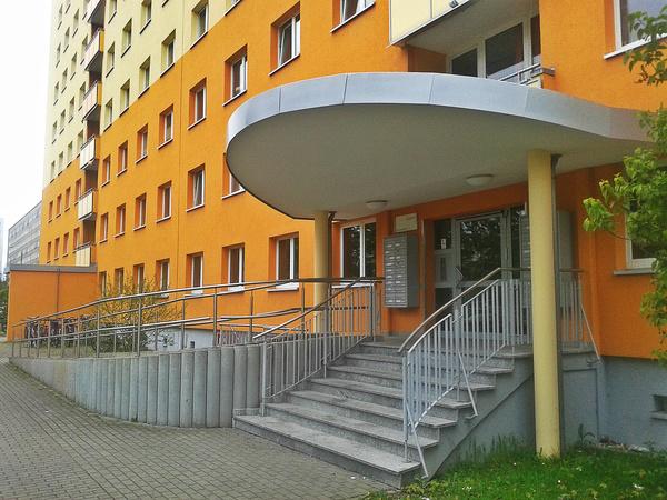 Немцы, однако, не очень любят этот район, так как из-за студенческих общежитий и относительно низких